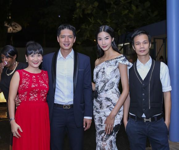 Hoa hậu Mai Phương Thúy hội ngộ siêu mẫu Hoàng Thùy và Minh Tú tại lãnh sự quán Anh ảnh 11