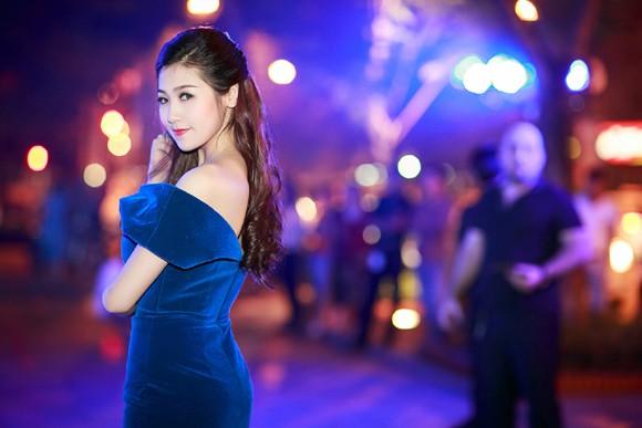 """Á hậu Dương Tú Anh """"phá cách"""", khoe vòng 1 gợi cảm ảnh 3"""