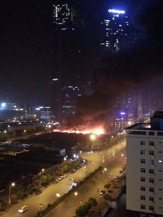 Hình ảnh vụ cháy nhìn từ trên cao. Ảnh: Otofun