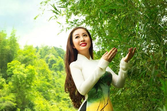 MC Kim Trang khoe sắc trên Thành nhà Mạc ở Lạng Sơn ảnh 8