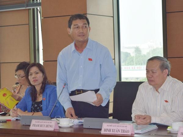 Đại biểu Phạm Huy Hùng (Hà Nội) phát biểu về vấn đề nợ công, nợ xấu tại buổi thảo luận tổ