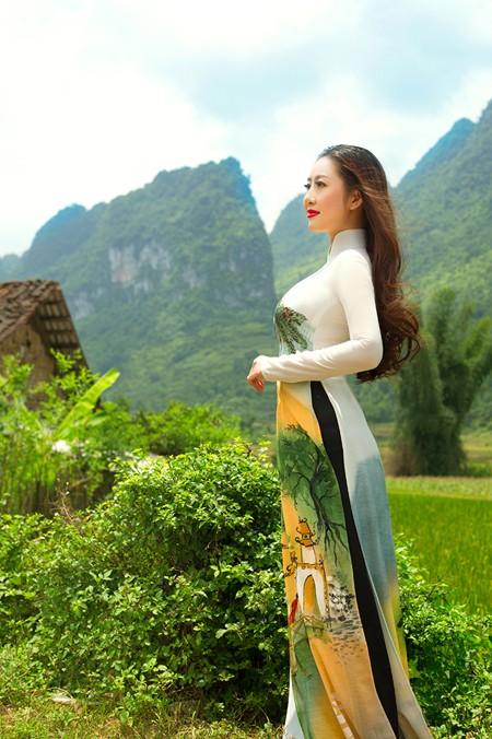 MC Kim Trang khoe sắc trên Thành nhà Mạc ở Lạng Sơn ảnh 5