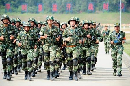 Binh sĩ Trung Quốc tham gia diễn tập chống khủng bố tại Quảng Đông hôm 24-9