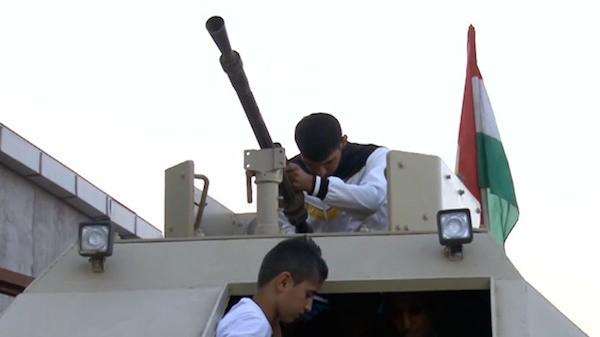 Người dân Iraq tự chế xe tăng giúp chính phủ chống Nhà nước Hồi giáo (IS) ảnh 2