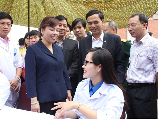 Những bác sĩ Hà Nội tuổi 9X tình nguyện ở lại biên cương ảnh 1