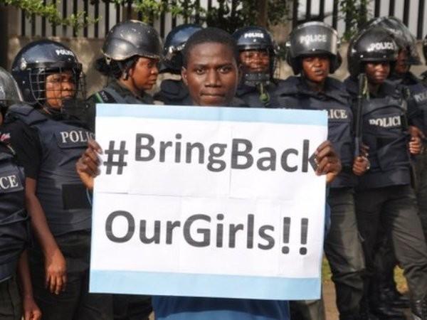 Việc chính phủ Nigeria thất bại trong việc giải cứu các nữ sinh bị bắt cóc đã làm dấy lên phong trào biểu tình