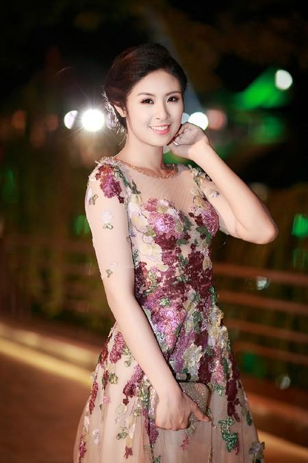 Ngọc Hân đọ sắc với Tú Anh trong đêm chung khảo miền Bắc Hoa hậu Việt Nam ảnh 1