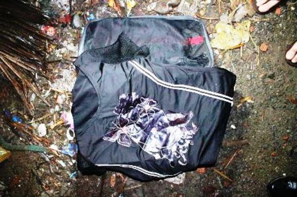 Mở vali vứt trong thùng rác, tá hỏa thấy thi thể trẻ sơ sinh ảnh 1