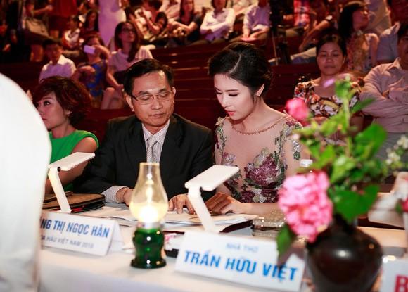 Ngọc Hân đọ sắc với Tú Anh trong đêm chung khảo miền Bắc Hoa hậu Việt Nam ảnh 4