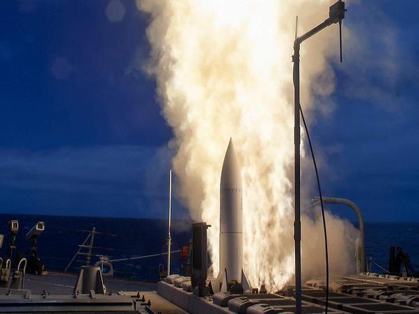 Tên lửa SM-6 được phóng thử từ tàu USS John Paul Jones trong đợt phóng thử tháng 6-2014