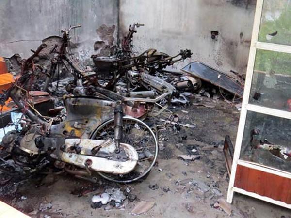 """Thanh niên """"ngáo đá"""" châm lửa đốt nhà; xác định nguyên nhân cháu bé tử vong tại BV ảnh 1"""