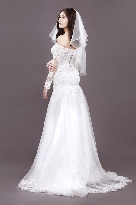 Người đẹp Làng Sen Hoàng Hạnh diện váy cưới lộng lẫy khoe vai trần gợi cảm ảnh 4