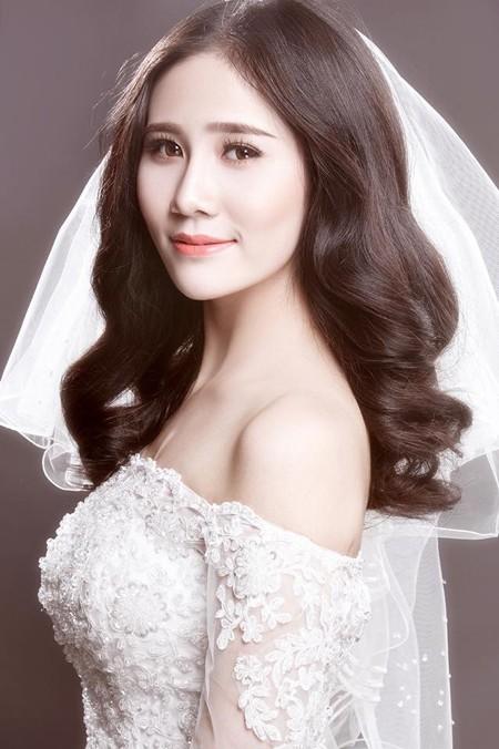 Người đẹp Làng Sen Hoàng Hạnh diện váy cưới lộng lẫy khoe vai trần gợi cảm ảnh 3