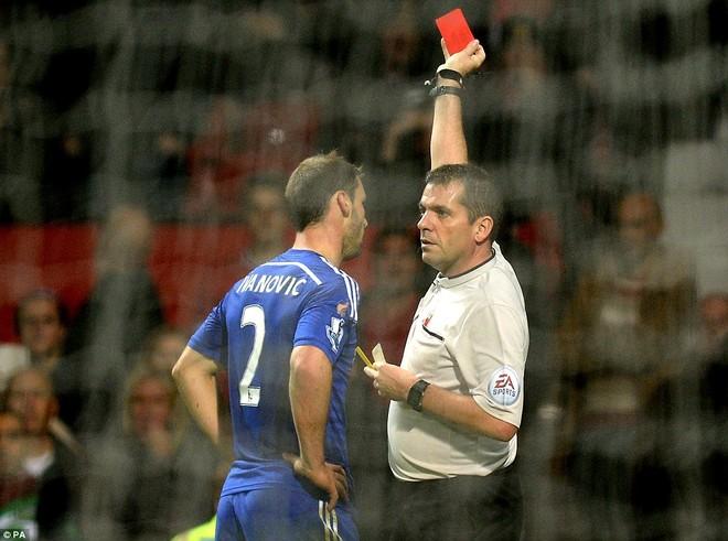"""Mourinho lại gây sốc: """"Tôi biết thừa Ivanovic sẽ phải nhận thẻ đỏ"""" ảnh 1"""