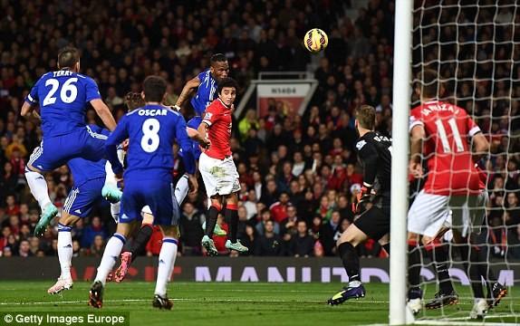 Chelsea đánh rơi chiến thắng vào phút chót trước M.U ảnh 2