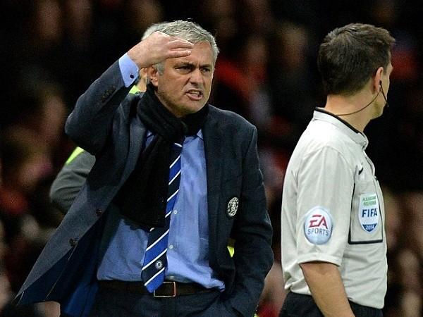 """Mourinho lại gây sốc: """"Tôi biết thừa Ivanovic sẽ phải nhận thẻ đỏ"""" ảnh 2"""