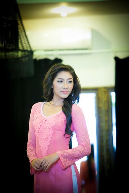 """""""Điểm danh"""" những bộ áo dài Đặng Thu Thảo sẽ mặc tại Miss International 2014 ảnh 5"""