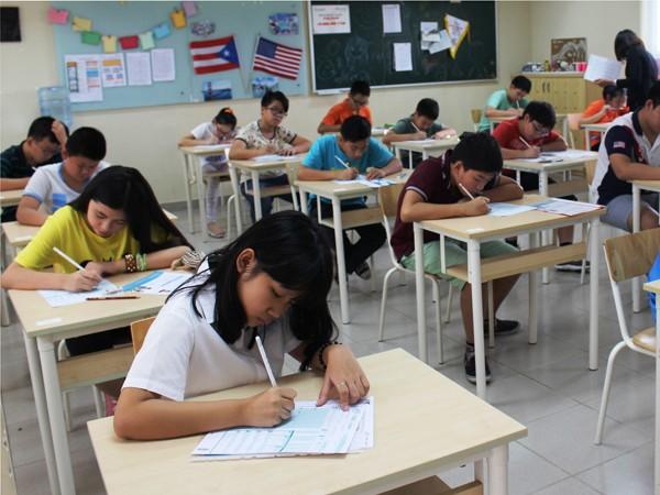 Học tiếng Anh: Giỏi giao tiếp với thầy ngoại nhưng lo ngại đọc - viết ảnh 1