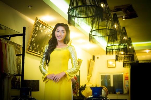 """""""Điểm danh"""" những bộ áo dài Đặng Thu Thảo sẽ mặc tại Miss International 2014 ảnh 3"""