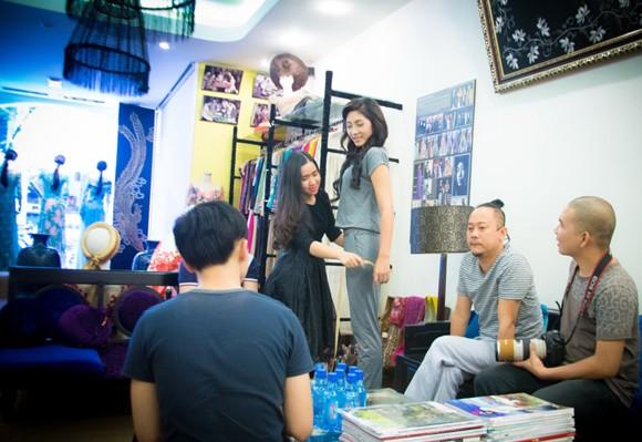 """""""Điểm danh"""" những bộ áo dài Đặng Thu Thảo sẽ mặc tại Miss International 2014 ảnh 1"""