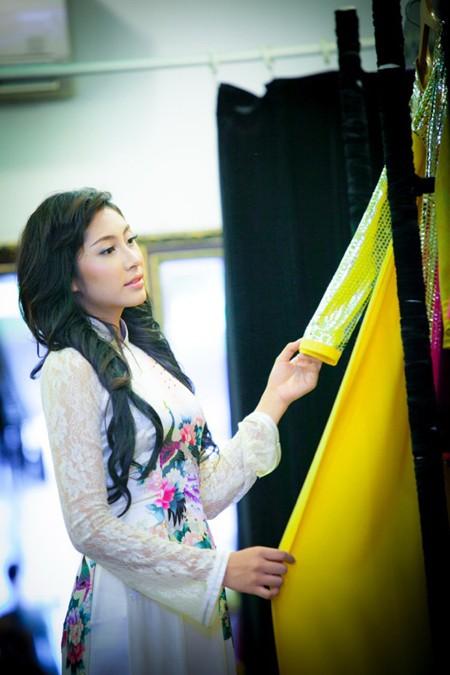 """""""Điểm danh"""" những bộ áo dài Đặng Thu Thảo sẽ mặc tại Miss International 2014 ảnh 4"""