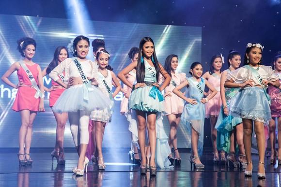 Stylist Trịnh Tú Trung làm giám khảo cuộc thi nhan sắc lớn tại Thái Lan ảnh 1