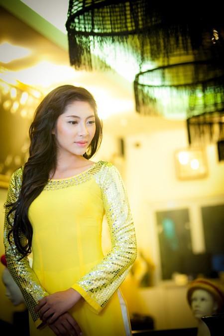 """""""Điểm danh"""" những bộ áo dài Đặng Thu Thảo sẽ mặc tại Miss International 2014 ảnh 2"""