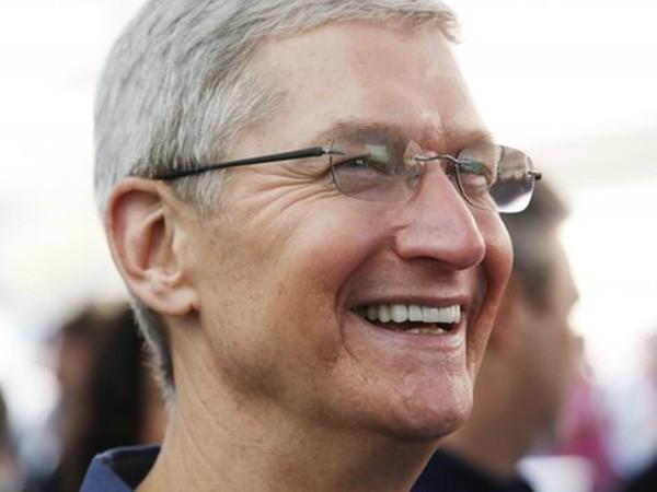 CEO Apple sẵn sàng đánh đổi sự riêng tư để khích lệ, giúp đỡ những người đồng tính như ông