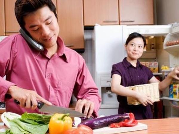 """Làm sao để đàn ông chịu """"vào bếp"""" ảnh 1"""
