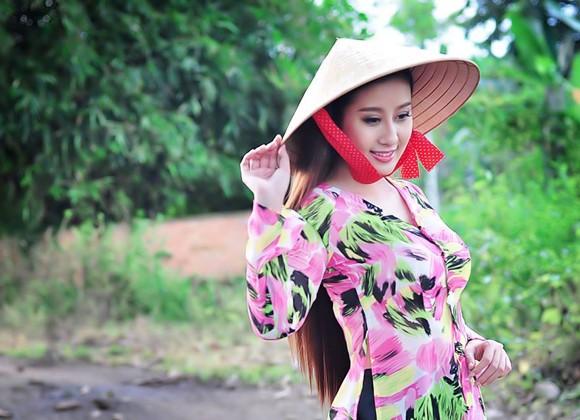 MC Kim Trang dịu dàng nón lá, áo bà ba ảnh 4