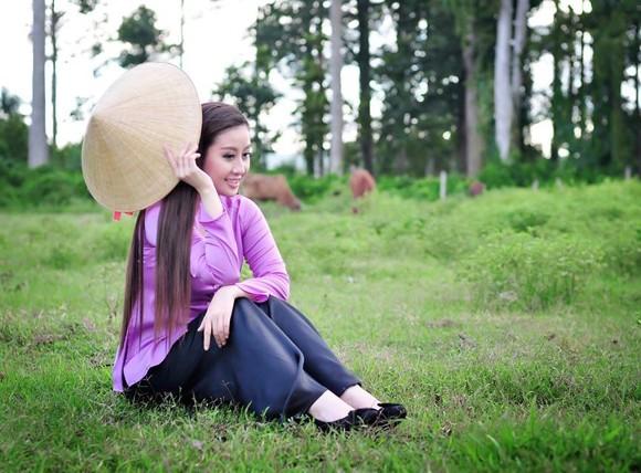 MC Kim Trang dịu dàng nón lá, áo bà ba ảnh 7