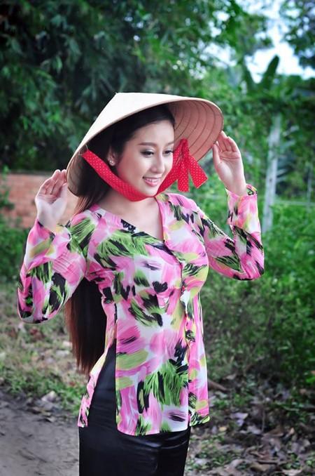 MC Kim Trang dịu dàng nón lá, áo bà ba ảnh 3