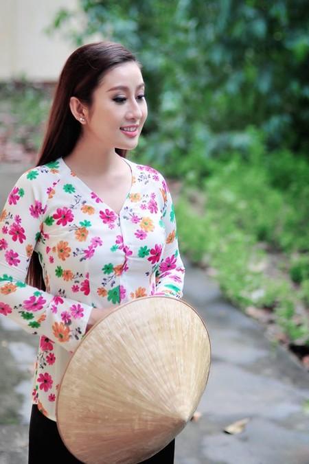 MC Kim Trang dịu dàng nón lá, áo bà ba ảnh 2