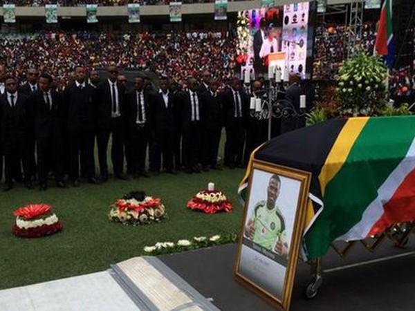 Đông đảo người dân tới chia buồn tại tang lễ của thủ môn Meyiwa