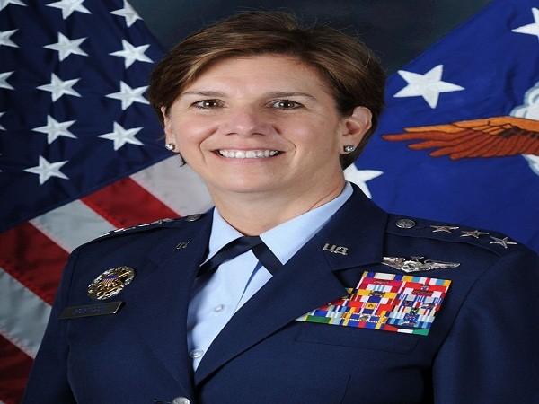 Nữ tướng Lori Robinson