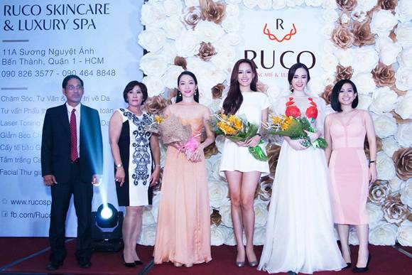 Hồ Ngọc Hà lộng lẫy dự sự kiện cùng Yến Trang, Linh Nga ảnh 13