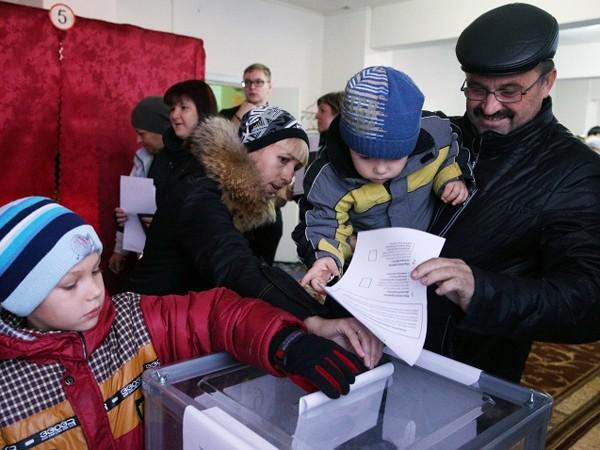 Một điểm bỏ phiếu ở Cộng hòa nhân dân Donetsk tự xưng
