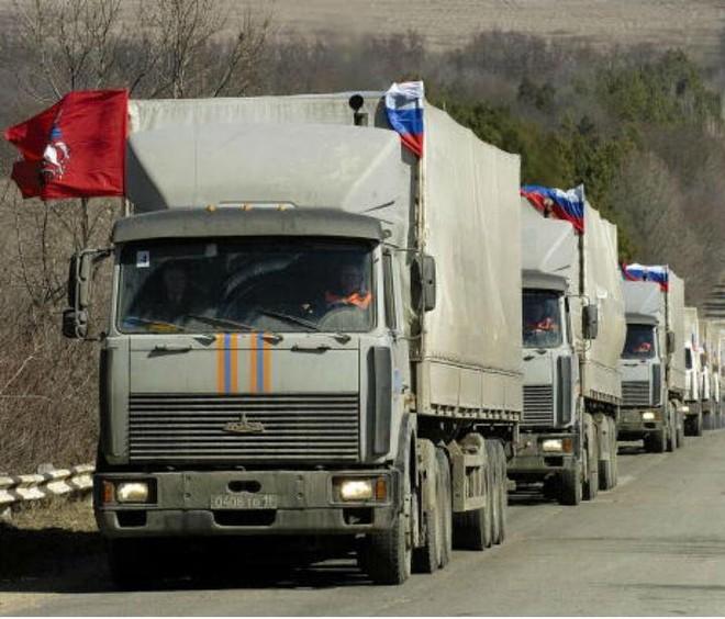 Đoàn xe cứu trợ nhân đạo của Nga trên đường tới Ukraina