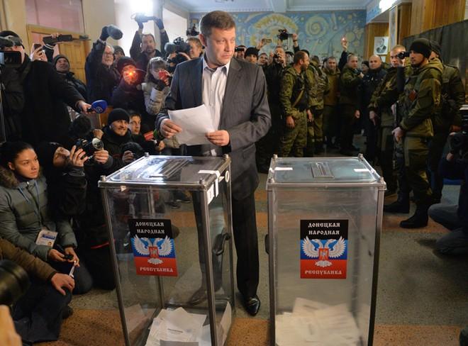 Tổng thống Ukraine cân nhắc bãi bỏ thể chế đặc biệt cho vùng Donbass ảnh 2