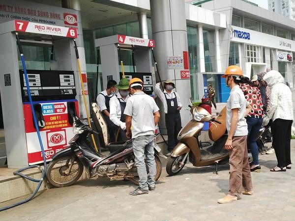 Không giảm giá xăng dầu, người tiêu dùng sẽ bị thiệt