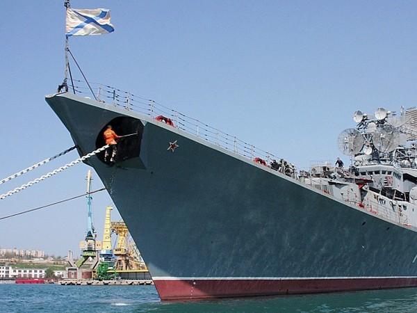 Tàu chống ngầm lớn nhất của hải quân Nga, chiếc Kerch tại quân cảng Sevastopol, Crimea