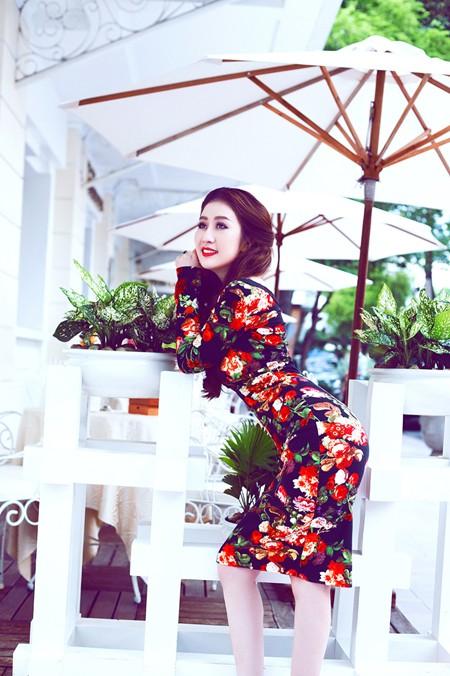 MC Kim Trang gợi cảm giữa mùa thu Sài Gòn ảnh 5