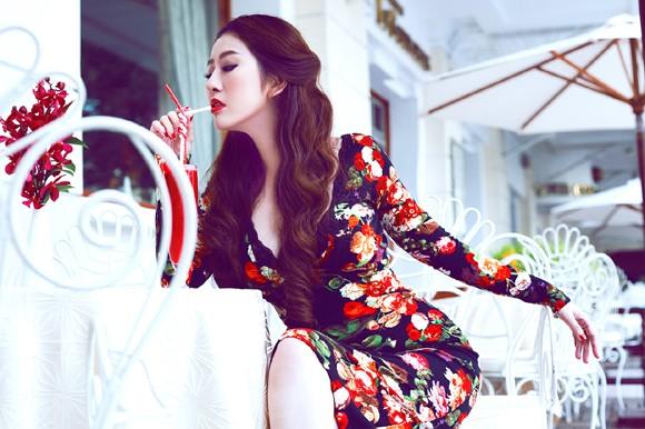 MC Kim Trang gợi cảm giữa mùa thu Sài Gòn ảnh 2