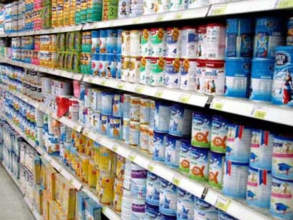 Giá sữa trong nước vẫn án binh bất động. Ảnh internet