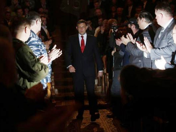 Ông Alexander Zakharchenko trong lễ nhậm chức Tổng thống Cộng hòa tự xưng Donetsk hôm 4-11