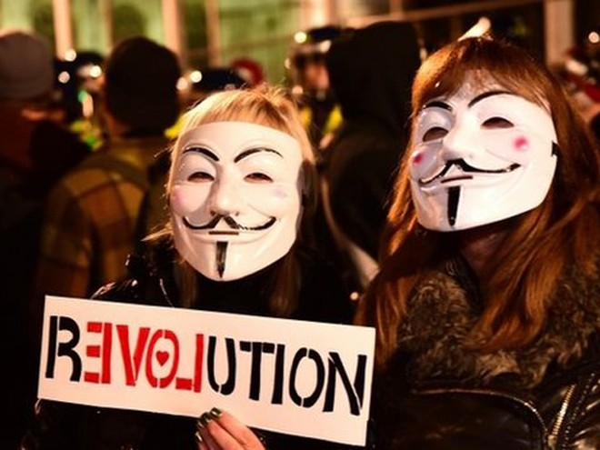 Đã có hàng nghìn người tham gia cuộc biểu tình do nhóm hoạt động Anonymous tổ chức ở Anh
