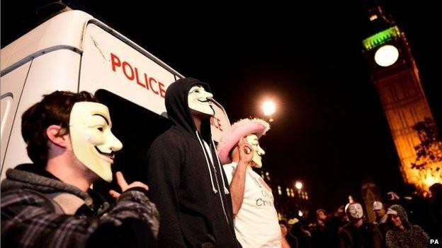 """Người biểu tình ở London đeo mặt nạ """"Guy Fawkes"""""""
