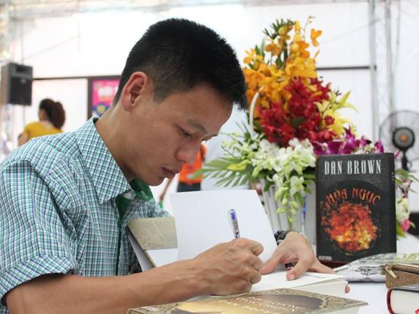 """Dịch giả Nguyễn Xuân Hồng: """"Dịch giả làm việc có trách nhiệm thì sẽ được độc giả ghi nhớ"""""""