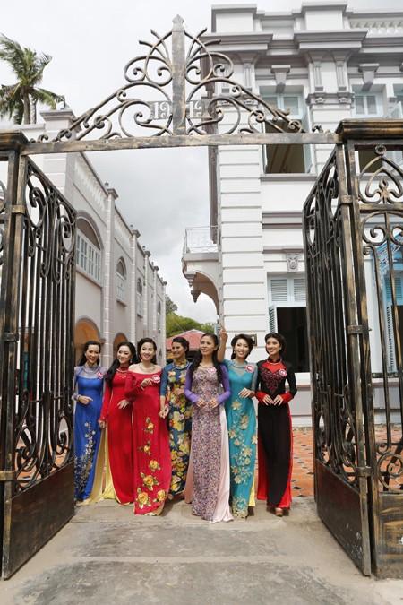 Theo chân thí sinh hoa hậu Việt Nam thăm nhà Công tử Bạc Liêu ảnh 12