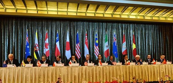Đại diện 12 nước tham gia thảo luận hiệp định TPP trong một cuộc họp báo tháng 2-2014 ở Singapore